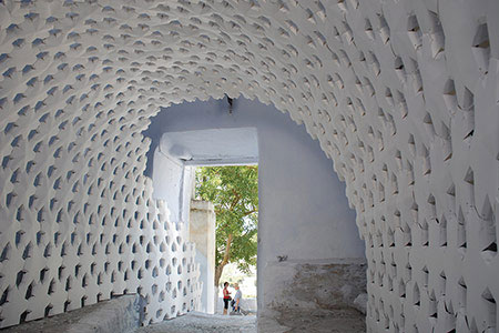 Daphne is a paper panel self-supporting and site-specific installation situated in Pyrgos, Greece