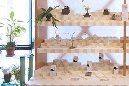 Ko is custom display design for a gallery shop in Kobe.